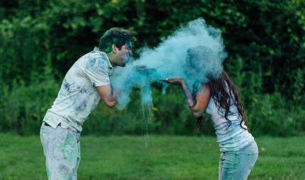 Couple Blowing Powder paint at each other in Photo Session in Pittsburgh